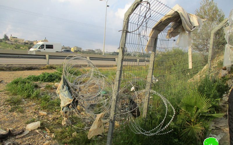 إغلاق طريق فرعية في بلدة الزاوية بواسطة سياج معدني / محافظة سلفيت