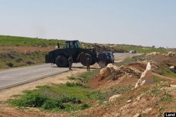 الاحتلال يغلق مداخل 5 تجمعات سكانية بالسواتر الترابية بمسافر يطا / محافظة الخليل