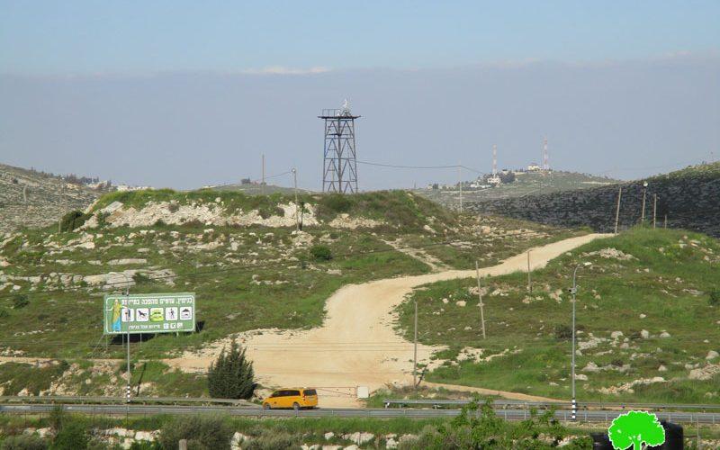 الشروع بتأهيل طريق استعماري جديد على حساب أراضي قرية عين يبرود / محافظة رام الله
