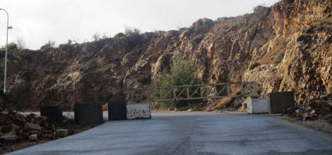 Closure of a main road in Deir Jarir / Ramallah governorate