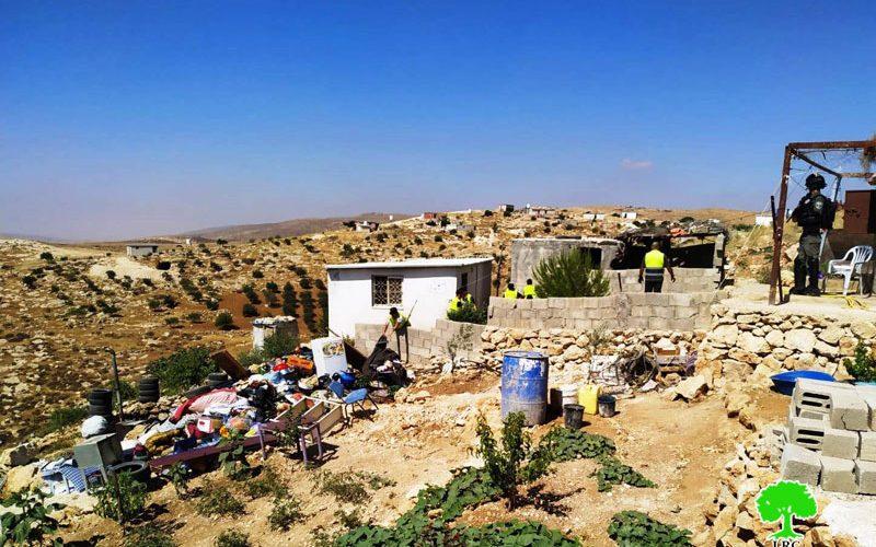 الاحتلال يهدم مسكناً في قرية خلة الضبع بمسافر يطا / محافظة الخليل