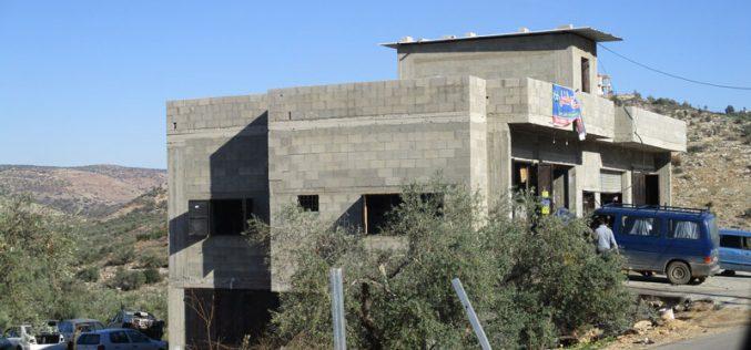 اخطارات بوقف البناء تطال 5 منشآت سكنية وزراعية في قرية بيت أمين / محافظة قلقيلية