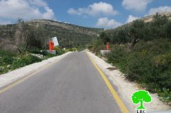 قوات الاحتلال تنصب بوابة حديدية شمال قرية زواتا / محافظة رام الله