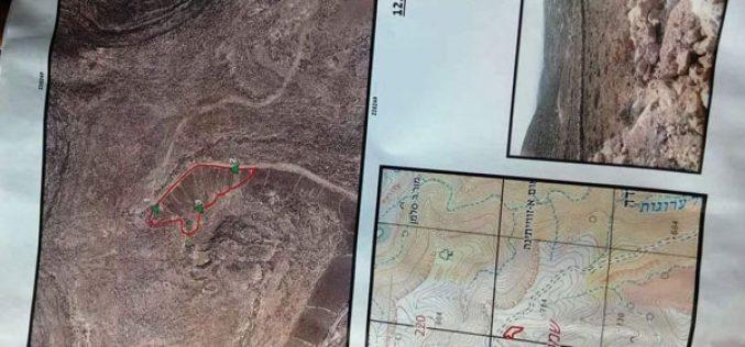 إخطارات باخلاء أراضي في بلدة الشيوخ شرق الخليل