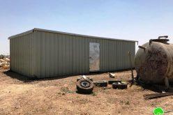 الاحتلال يهدم ويصادر بركس وخزان مياه شرق ترقوميا بمحافظة الخليل
