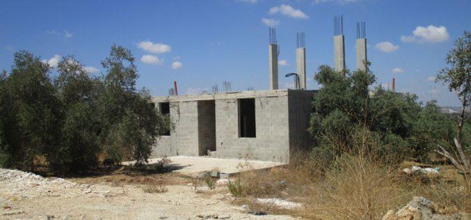 Halt of work notices on 4 houses in Jal'ud village / East Qalqilya