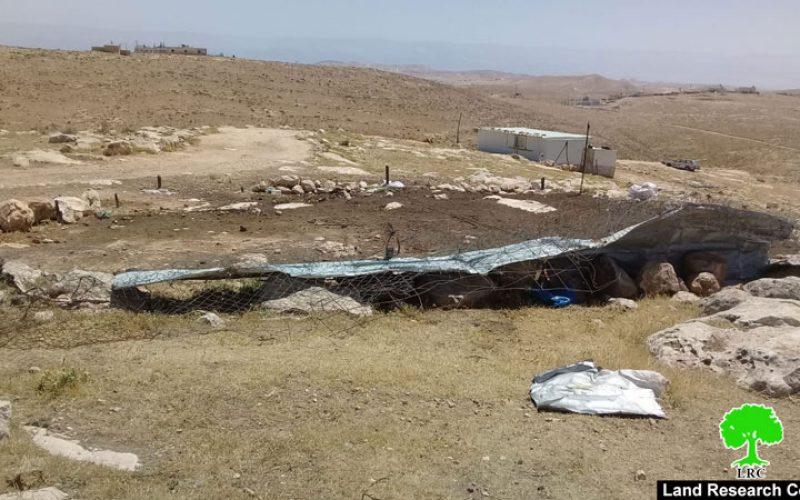 الاحتلال يهدم ويصادر حظيرة مواشي في خربة أم الخير شرق يطا / محافظة الخليل