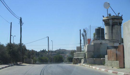 نصب بوابة حديدية على مدخل قرية كفر نعمة / محافظة رام الله