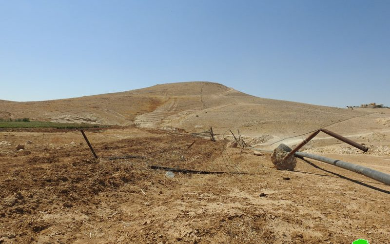 The occupation forces destroy a siege that surrounds a farmland in Khashem Ed-Daraj / Hebron