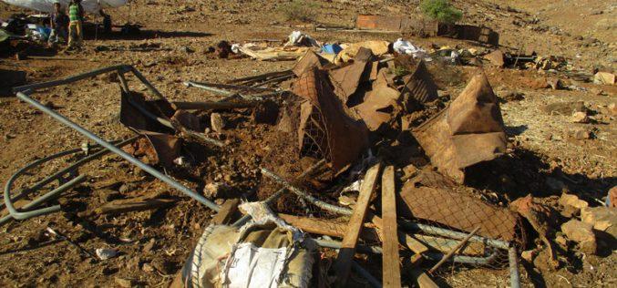 هدم خيام سكنية وزراعية ومصادرة ممتلكات في خربة الرأس الأحمر / محافظة طوباس