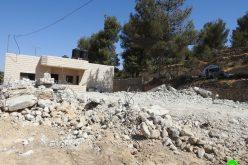 الاحتلال يهدم مسكناً في بلدة بيت أمر / محافظة الخليل