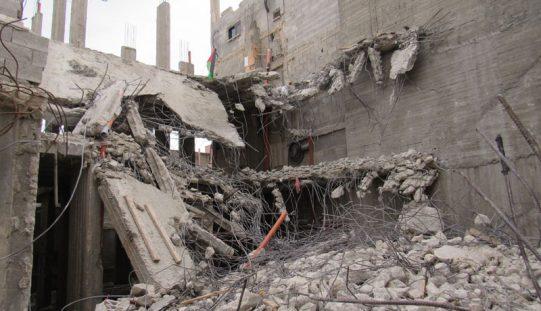 """بذريعة الأمن … الاحتلال يهدم منزل عائلة """" ابو حميد"""" للمرة الثانية في مخيم الأمعري / محافظة رام الله"""