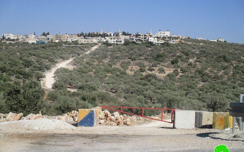 جيش الاحتلال يغلق طريق زراعي في بلدة ديرستيا / محافظة سلفيت