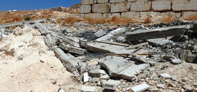 الاحتلال يهدم مسجداً وبئر مياه وغرفتين في جبل جوهر جنوب الخليل