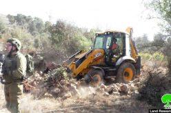 الاحتلال يشرع بشق الطريق الاستعماري البديل في أراضي المواطنين شمال الخليل