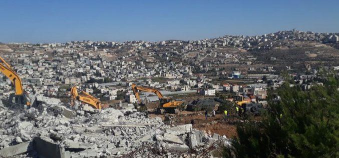 الاحتلال يهدم مسكنين لشقيقين في قرية شيوخ العروب شمال الخليل