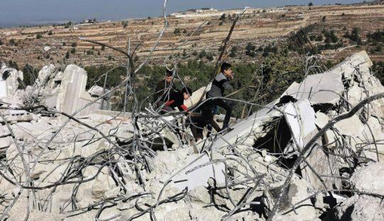 بذريعة الأمن … الاحتلال ينفذ مجزرة بحق 4 مساكن في بلدة بيت كاحل شمال الخليل