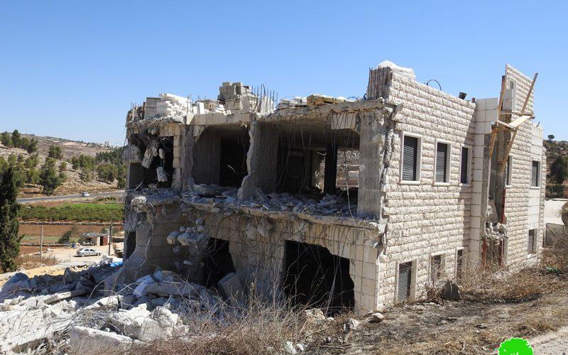 الاحتلال يهدم مسكناً في قرية الهجرة جنوب الخليل