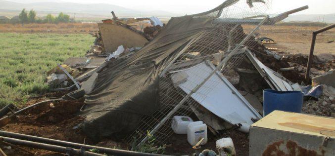 الاحتلال يلاحق المنشآت الفلسطينية الزراعية بالهدم والتهديد في الأغوار الشمالية / محافظة طوباس