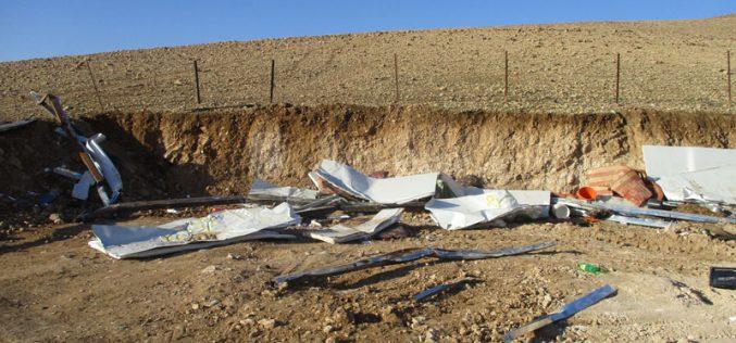 هدم ومصادرة عدداً من المنشآت الزراعية والسكنية في منطقة شلالات العوجا / محافظة أريحا