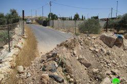 إغلاق طريق رئيسية تربط قرية جيوس بقرية النبي الياس شرق مدينة قلقيلة