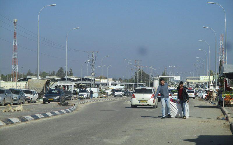 هدم عدداً من الأكشاك التجارية جنوب حاجز الجلمة /محافظة جنين