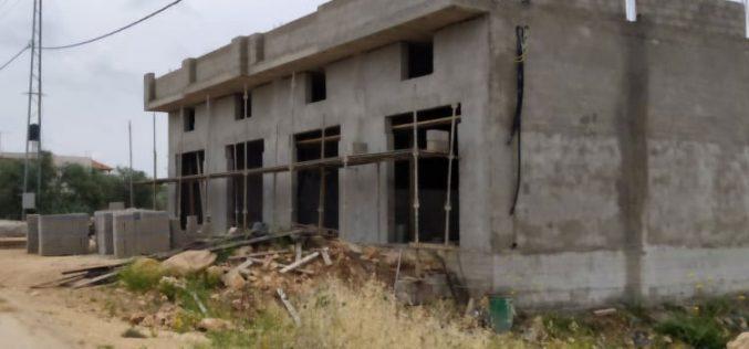 الانتهاكات الإسرائيلية في ظل كورونا:إخطار بوقف البناء يطال منشأة تجارية في قرية ظهر العبد جنوب غرب جنين