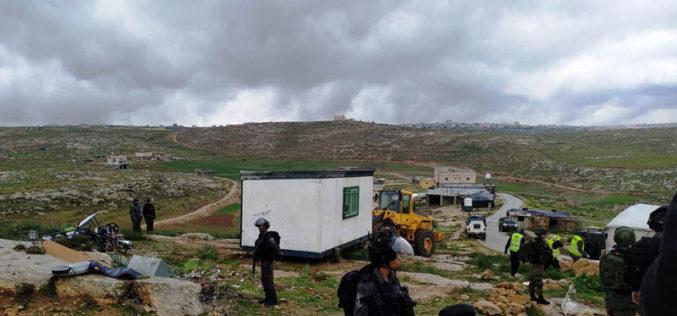 The Israeli Occupation confiscates a classroom from Susiya school – Yatta / South Hebron