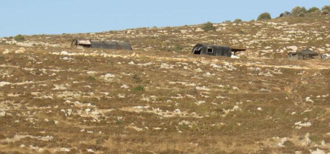 مستعمرون متطرفون يخربون سياج معدني ويسرقون زوايا وعدد زراعية في بلدة ترمسعيا / محافظة رام الله
