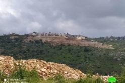 """مستعمرة """"بركان"""" الإسرائيلية تواصل تجريف الأراضي في قرية سرطة / محافظة سلفيت"""