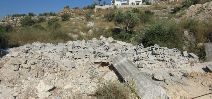 هدم مسكن قيد الإنشاء وإخطار آخر بالإزالة في قرية بيت سيرا / محافظة رام الله