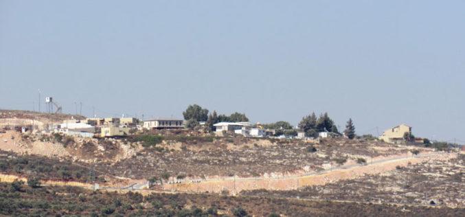 """الشروع بتوسعة البؤرة الاستعمارية """" نفي نحمياه"""" على أراضي قرية اسكاكا بمحافظة سلفيت"""