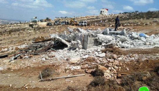 """الاحتلال يهدم مباني ومنشآت في """"خلة طه"""" غرب بلدة دورا بمحافظة الخليل"""