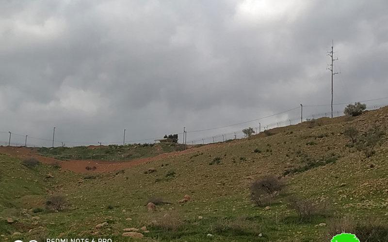 مستعمرون يشرعون بتسييج مساحات شاسعة من الأراضي في الأغوار الشمالية / محافظة طوباس