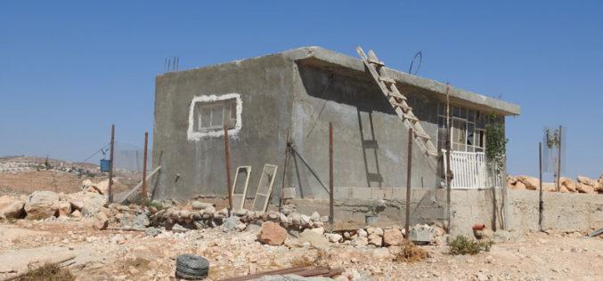 إخطارات بوقف العمل في 5 مساكن بقرية البويب شرق يطا بمحافظة الخليل