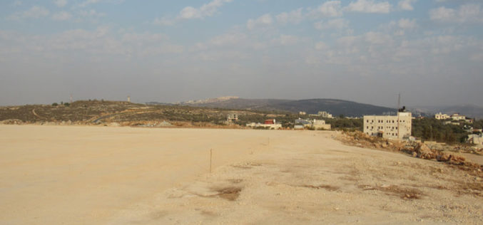 Israeli Occupation Forces notify a play field with stop-work in Salfit