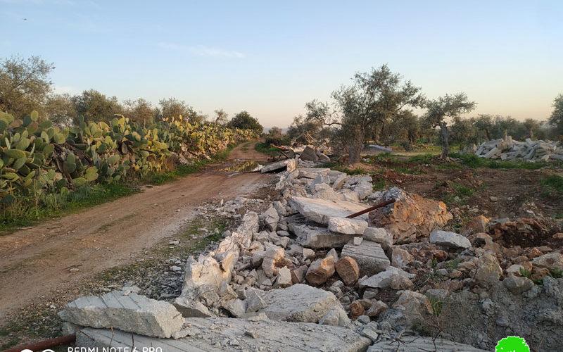الاحتلال يهدم أسوار إسمنتية تحيط بأرض زراعية في بلدة نعلين / محافظة رام الله