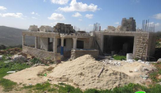 إخطارات بوقف العمل في منزلين وطريق زراعي في قرية اسكاكا بمحافظة سلفيت