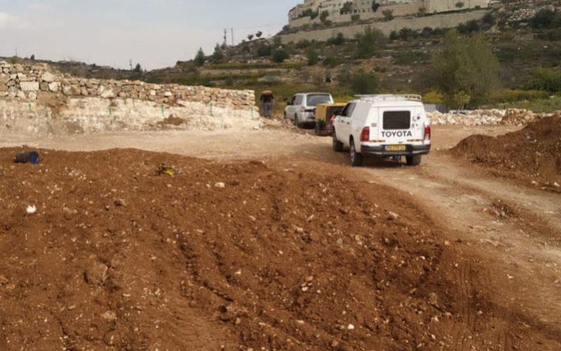 إخطار بئر لعائلة أبو غليون بوقف العمل والبناء في بلدة الخضر/ محافظة بيت لحم