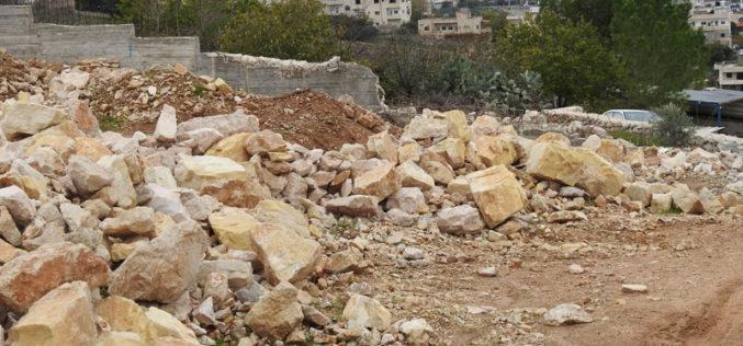 جيش الاحتلال يجرف أرض ويهدم جدران استنادية في بلدة بتير / محافظة بيت لحم