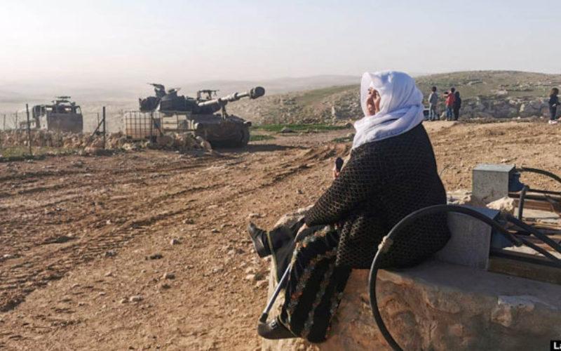جيش الاحتلال ينفذ تدريبات في مسافر يطا جنوب الخليل ويخرب مزروعات المواطنين
