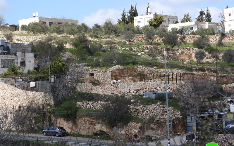 On the pretext of Protecting Archaeologies, the Occupation Notifies a house in Al-Khader / Bethlehem Governorate
