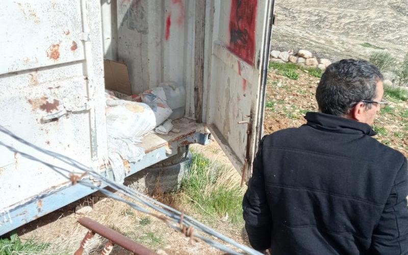 مستعمرون يعتدون على أراضٍ زراعية شرق بلدة الشيوخ بمحافظة الخليل
