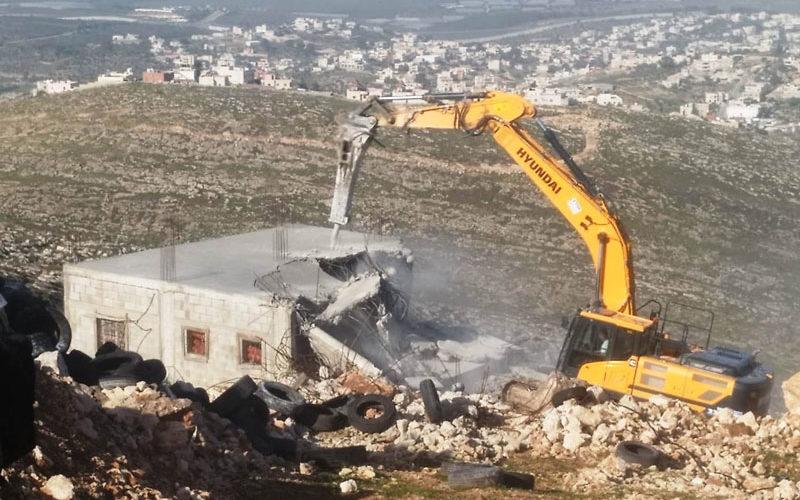 هدم منزل وتدمير شبكة كهرباء في خلة طه ببلدة دورا / محافظة الخليل