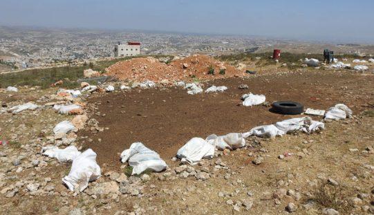 الاحتلال يهدم ويصادر منشأة سكنية واخرى زراعية في خلة طه غرب دورا/ محافظة الخليل