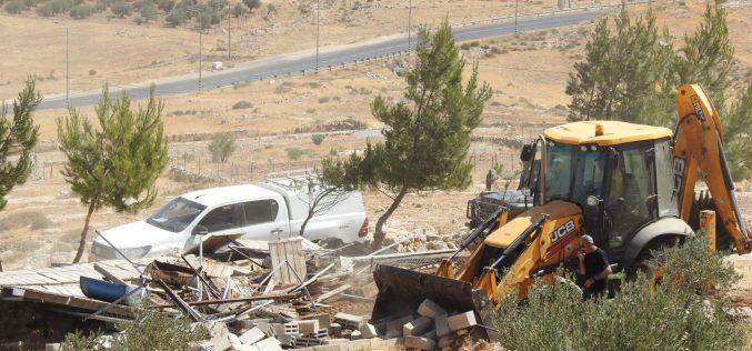 الاحتلال يهدم منشأتين زراعيتين في قريتي التواني والركيز بمسافر يطا جنوب الخليل