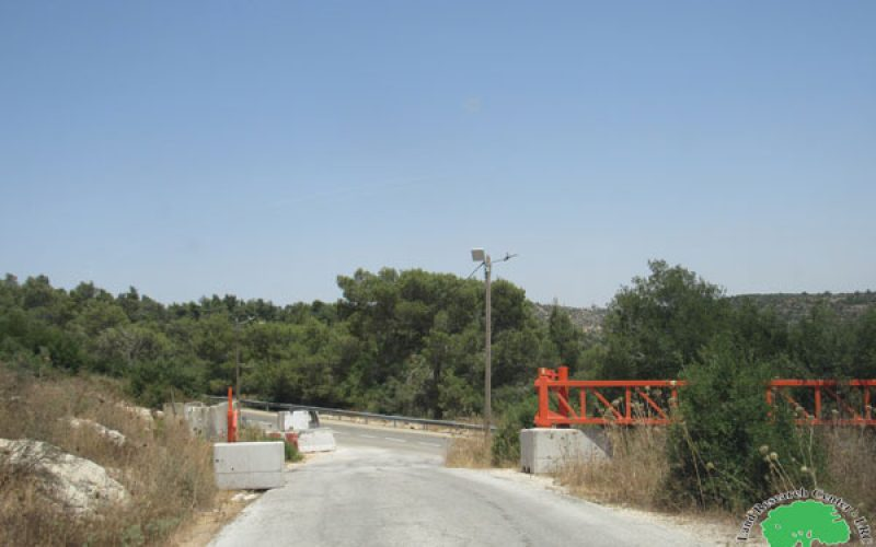 Setting Up a metal gate on Deir Nitham Village entrance / Ramallah governorate