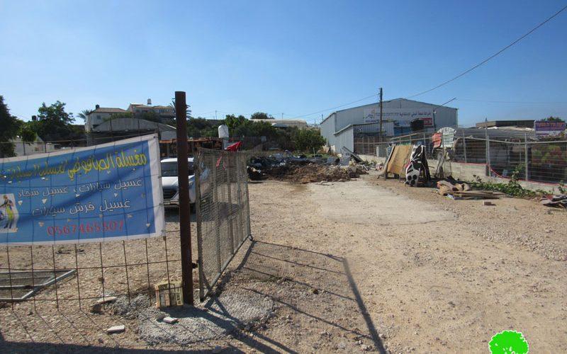 هدم مغسلة للسيارات وتهديد منشأة أخرى بوقف العمل والبناء في قرية جينصافوط / محافظة قلقيلية