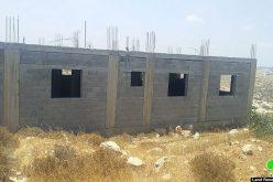 اخطار بوقف العمل والبناء في منزل عائلة السلامين في السيميا غرب بلدة السموع بمحافظة الخليل