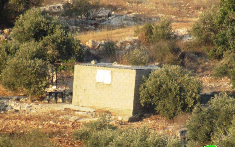 الاحتلال الإسرائيلي يخطر بوقف العمل والبناء في غرفة زراعية ببلدة جيوس قضاء قلقيلية